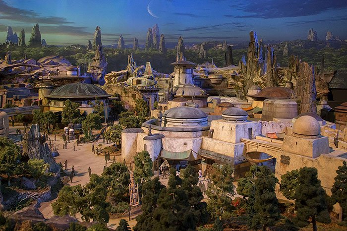 disney-star-wars-galaxy-edge-theme-park-construction-5aa247162a901__700.jpg